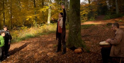 balade contée, contes en forêt, compagnie ABOUDBRAS, balade contée halloween, contes d'automne, contes aux lampions