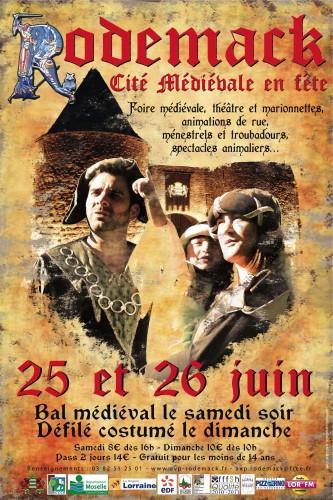 fête médiévale, rodemack, rodemack cité médiévale, spectacle médiéval, animation médiévale, spectacle sur robe, contes de grimm, moyen age, conte de lavandière, marionnette, laine, fil, textile, filage, spectacle pour fête médiévale