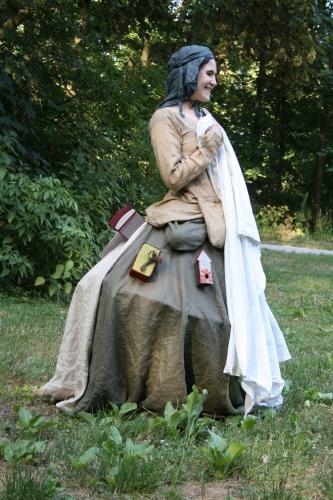 spectacle De fil en aiguille, marionnette sur robe, histoire sur robe, compagnie ABOUDBRAS , contes textile, spectacle tissu, Contes des Grimm, Jessica Blanc, conte marionnette