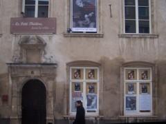 photo facade théatre dans la ville.jpg